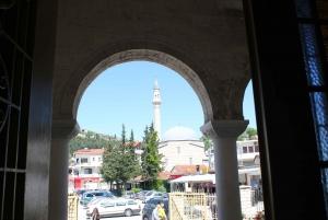 Berat: Historic City Walking-Tour