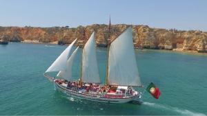 Bom Dia Boat Trips