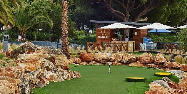 Mini Golf Family Competition