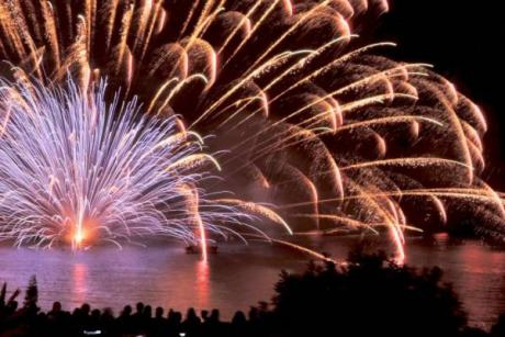 Spectacular fireworks at Castell deL'Olla