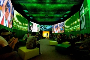 Amsterdam: Heineken Experience and 1-Hour Canal Cruise