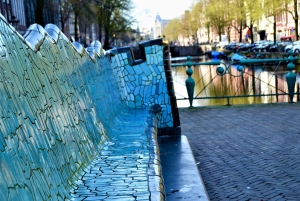 Amsterdam: Interactive Self-Guided City Exploration Game