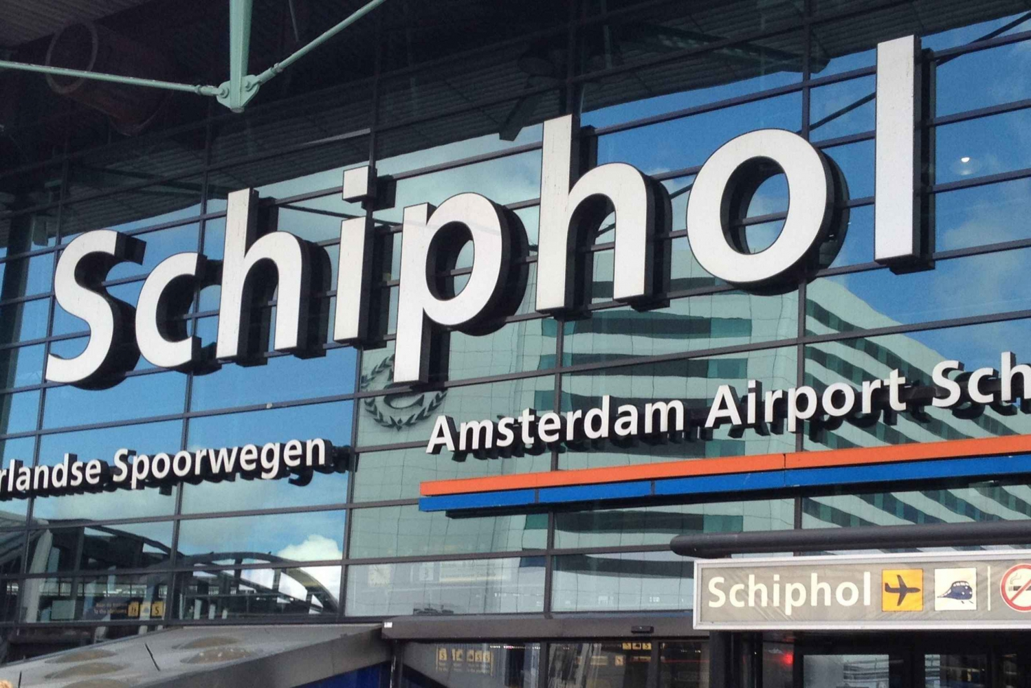 Amsterdam to Schiphol Private Transfer