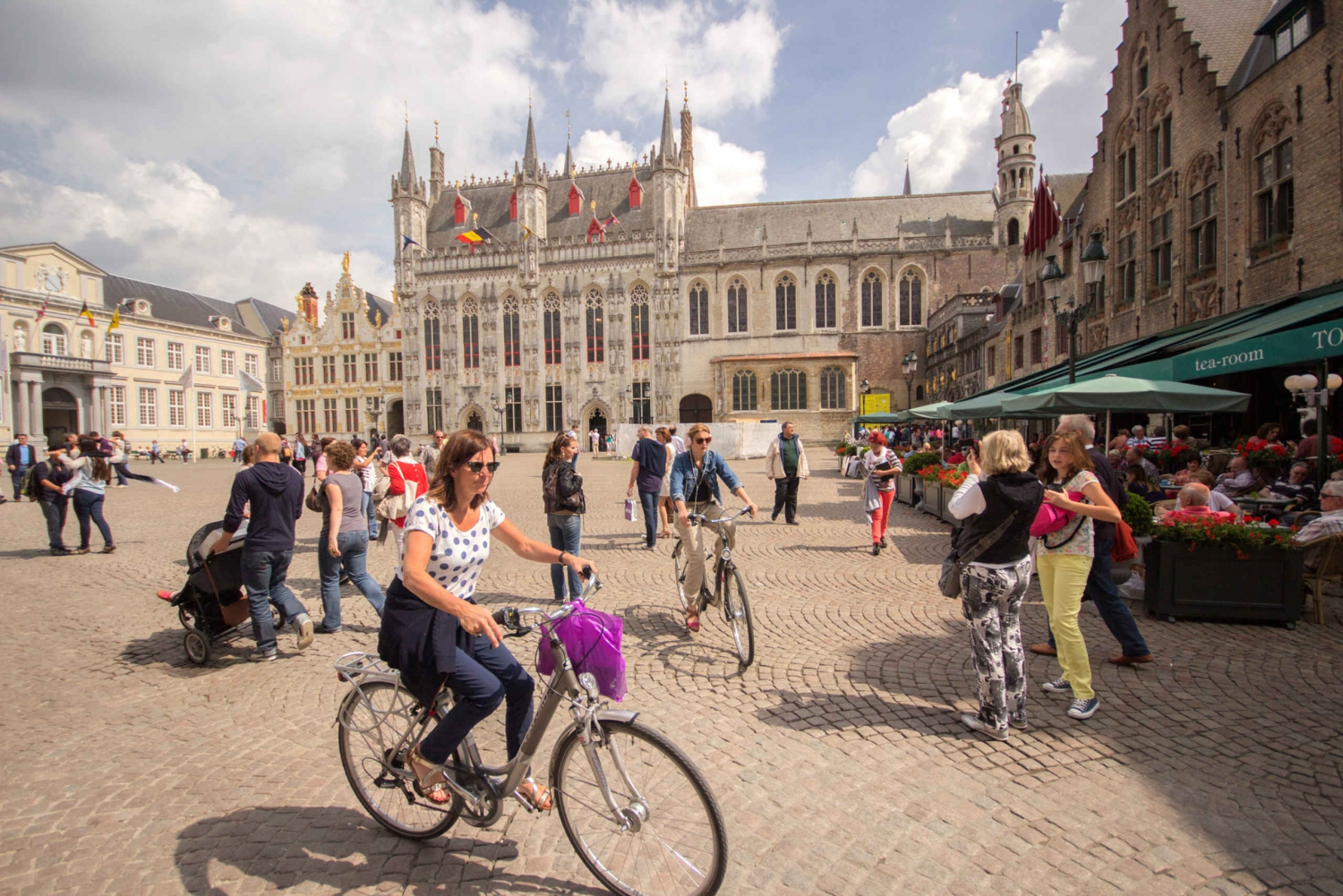 From Bruges Day Tour & Free Canal Cruise