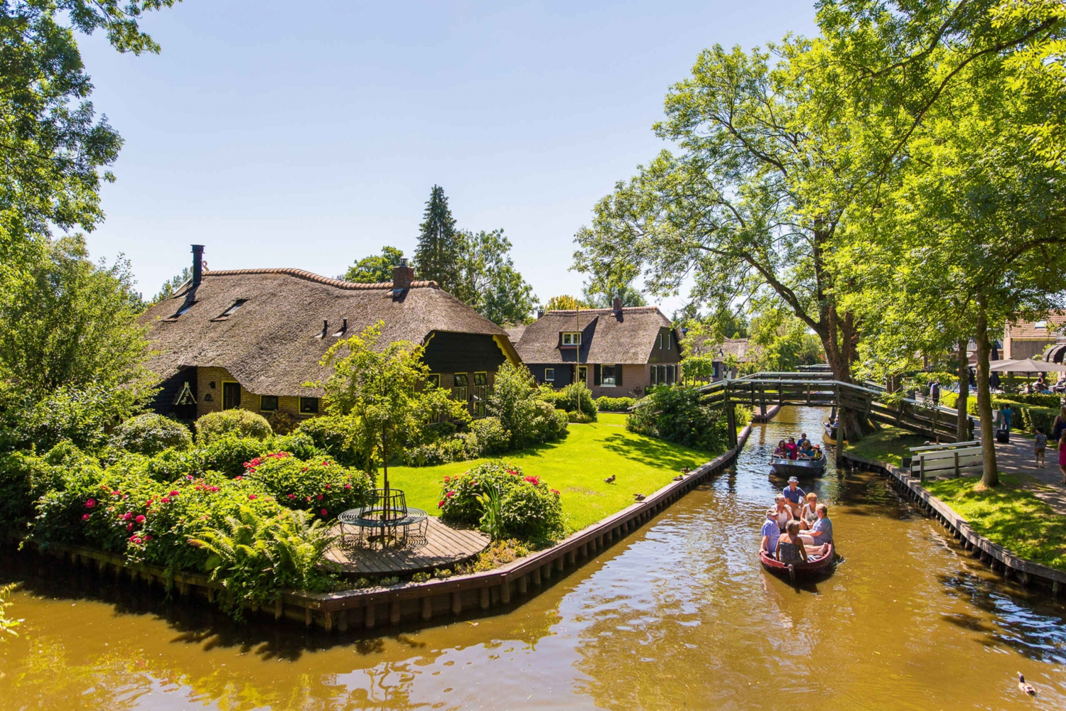 Giethoorn Tour and Free 1-Hour Amsterdam Canal Cruise