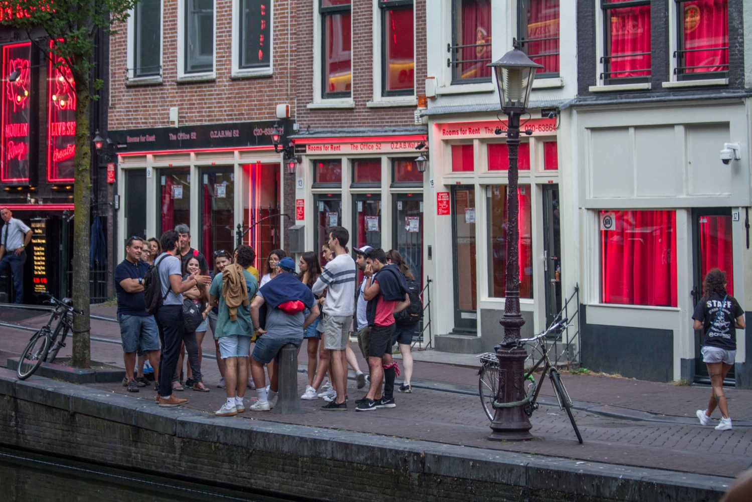 Red Light District 1.5-Hour Discovery Tour & Tasting
