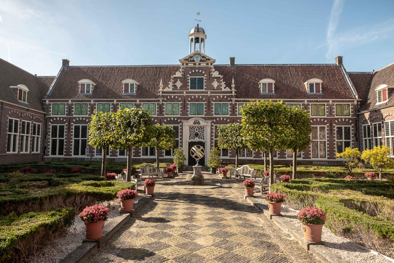 Tour of Haarlem & Frans Hals Museum in Luxury Car