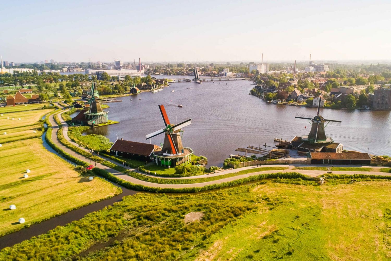 Volendam, Marken & Windmills with Free 1-Hour Canal Cruise