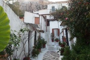 Athens: Acropolis, Old Town, Plaka, & Monastiraki Tour