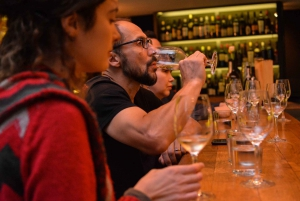 Athens: Food and Wine Tasting Tour at Night