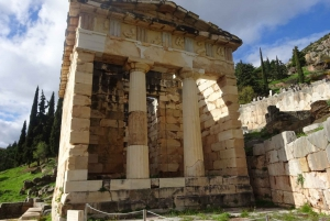 Delphi and Meteora: 2-Day Bus Tour from Athens