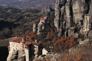 From Athens: Delphi and Meteora 2-Day Tour with Hotel