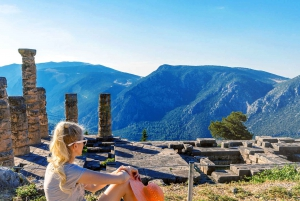 From Athens: Full-Day Bus Trip to Delphi & Arachova