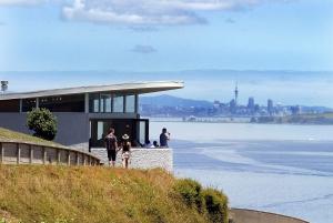 Auckland City Highlights & Waiheke Island Wine Tour