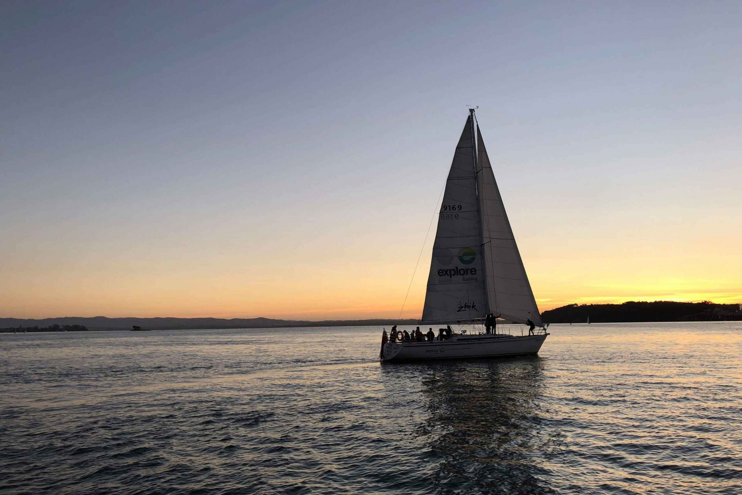 Auckland Harbour 3-Course Dinner Cruise with Welcome Drink