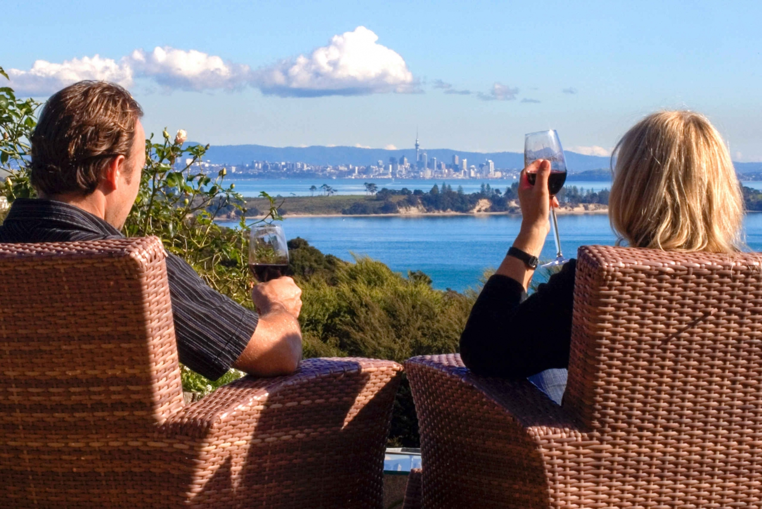 Best of Waiheke: Ziplining, Wine Tasting and Vineyard Lunch