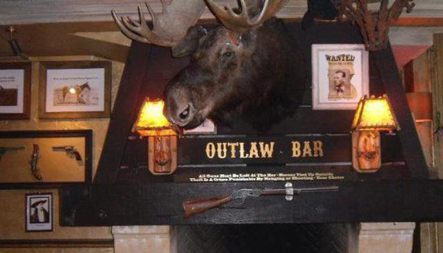 Outlaws Bar