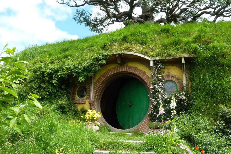 Private Hobbiton Movie Set & Hunua Falls Tour from Auckland