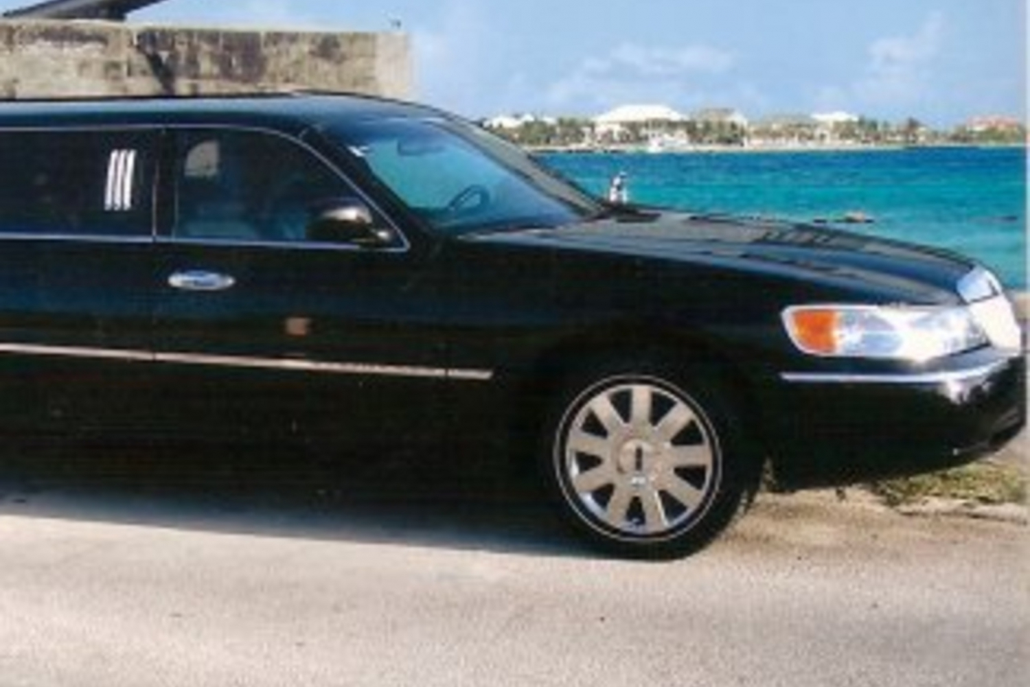 Nassau: Round-Trip Airport Transfer by Limousine