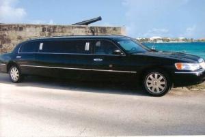 Nassau: Round-Trip Cable Beach Limousine Transfers