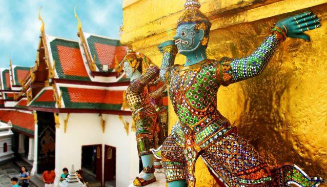 Massage, Muay Thai & Temples in Bangkok