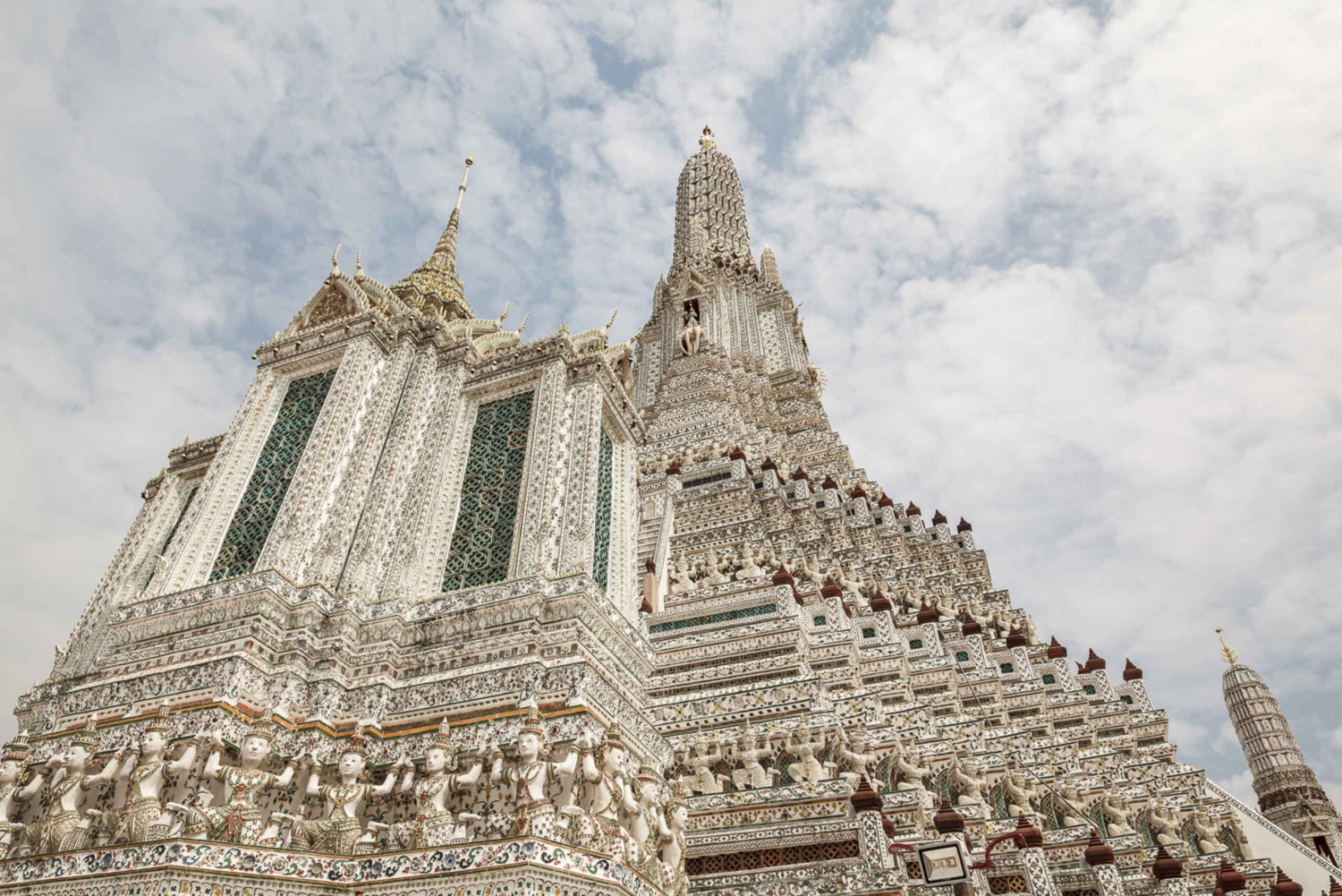 2-Hour Wat Arun, Royal Barge & Longtail Boat Tour