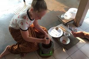 Bangkok: 2-Day Thai Cooking Class in a Teak House