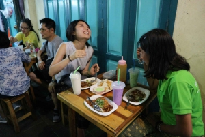 Bangkok: E-Scooter Night Tour with Local Street Food