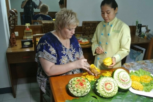 Bangkok: Professional Thai Fruit and Vegetable Carving Class