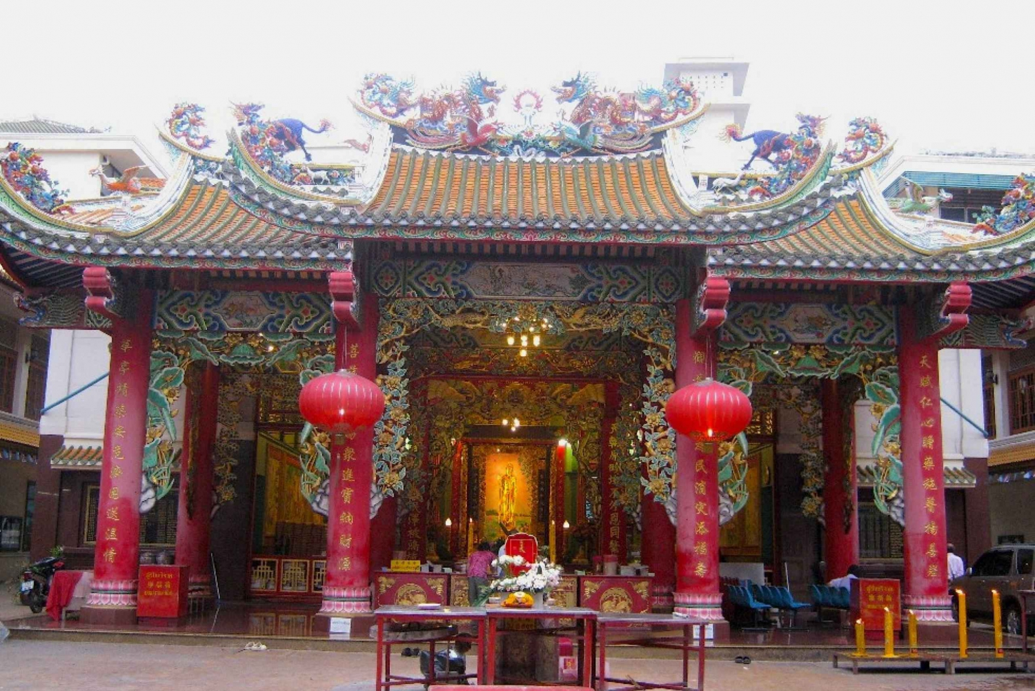 Chinatown Highlights: Sights & Food Small-Group Guided Tour