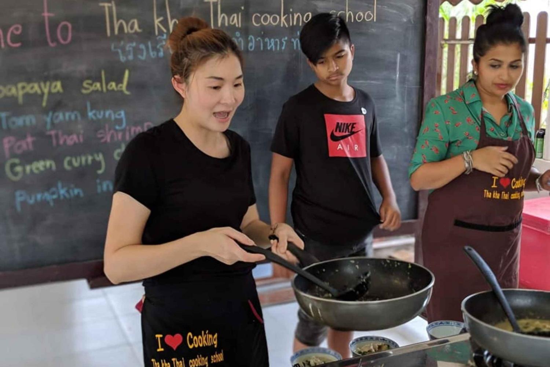 Damnoen Saduak Market & Thaka Cooking Class Private Day Trip