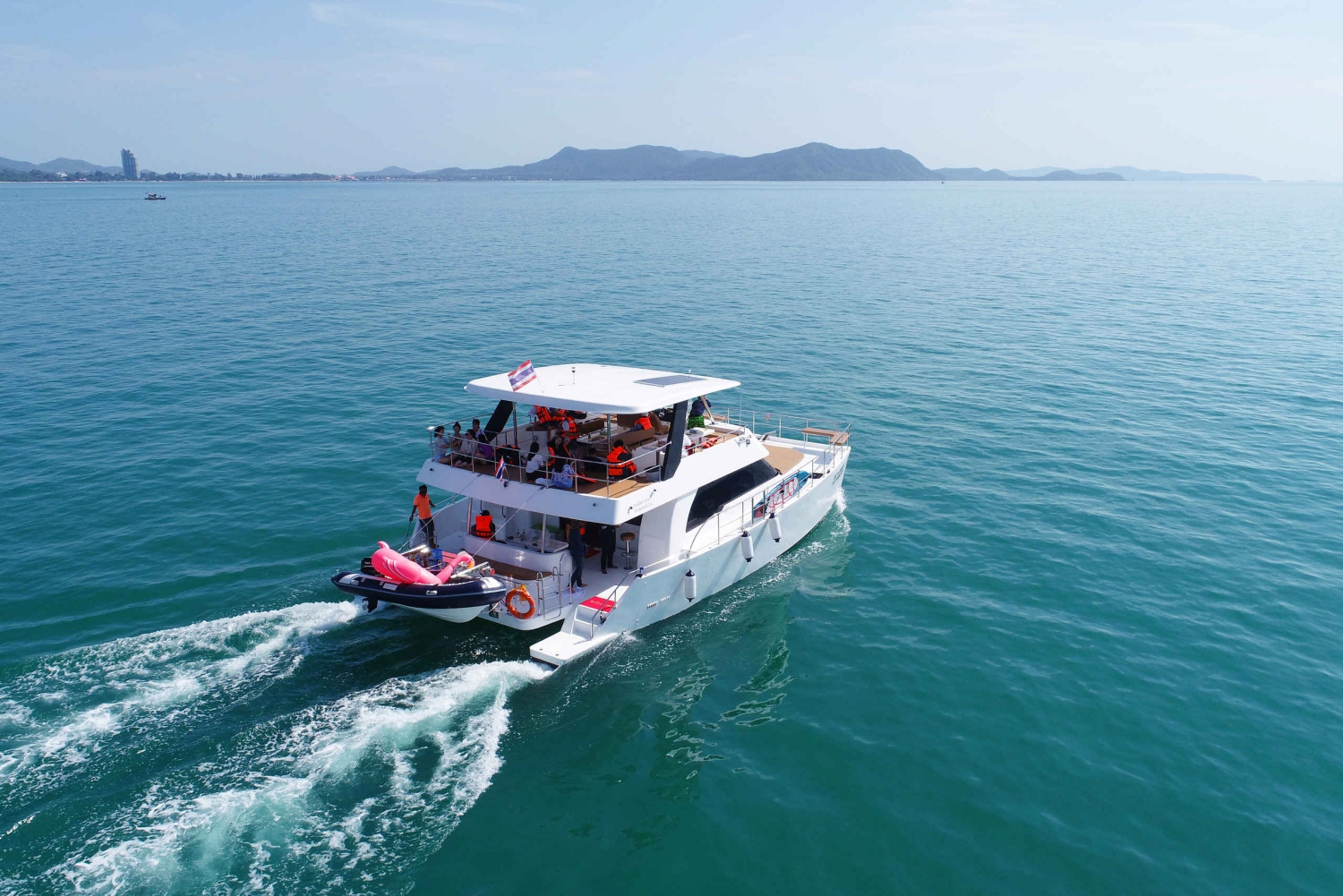 Pattaya: Sunset Yacht Tour & BBQ Onboard