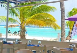 Coast Beach Cafe & Lounge