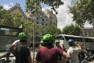 Barcelona: 1.5-Hour Sightseeing Tour by Electric Bike