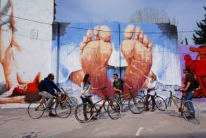 Barcelona: 3.5-Hour Street Art Tour by Bamboo Bike