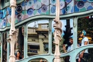 Barcelona: Casa Batlló, La Pedrera, & Chocolate Tasting Tour