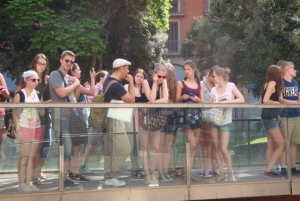 Barcelona: German City Tour from Gaudí's Perspective