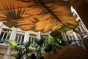Barcelona: Hidden Pedrera Guided Tour in Spanish