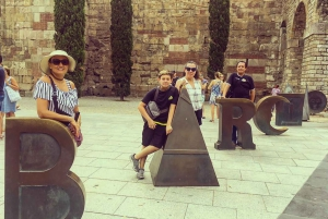 Barcelona: Historic Quarters Private Walking Tour with Tapas