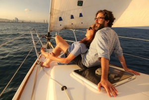 Barcelona: Private 4-Hour Sunset Sailing Experience