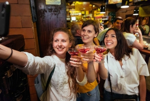 Barcelona: Private Tapas & Drinks Night Tour with a Local