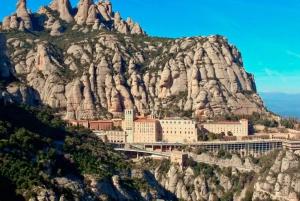 Barcelona: Sailing Experience and Montserrat Tour