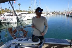 Barcelona: Scenic Sail and Breakfast Tour