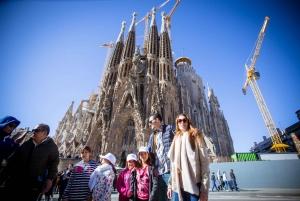 Barcelona: Small-Group Skip-the-Line Sagrada Familia Tour