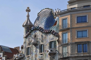 Discover Gaudi Architectural Guided Tour