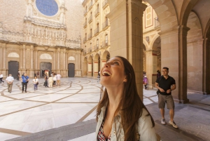 Montserrat, Tapas and Wine Half-Day Tour from Barcelona