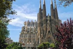 Sagrada Familia: Small-Group Guided Tour with Skip-the-Line