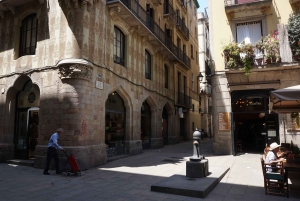 Slow Tour of the Gothic Quarter and Beyond