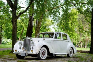 Belgrade: Private Sightseeing Tour in an Oldtimer Car