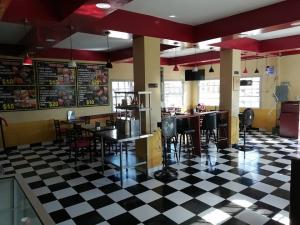 Queen's Grab & Go Restaurant
